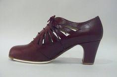 https://www.tamaraflamenco.com/es/zapatos-de-flamenco-profesionales-4 Zapato profesional de flamenco Begoña Cervera Modelo Ingles Calado cardenal