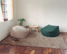 Beanbags, the classic dorm room and bachelor pad staple, are about to get serious competition in the form of these Muji Body Fit cushions. Home Living Room, Living Room Decor, Bedroom Decor, Bean Bag Living Room, Muji Home, Deco Zen, Floor Seating, Minimalist Living, House Design