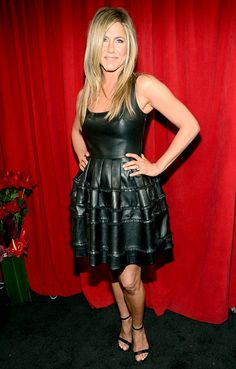 Jennifer Aniston height is 164 cm