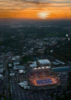love me some boise state broncos.