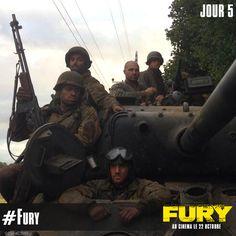 Les 5 comédiens sur le tank pour le tournage de #Fury. (Photo Credit: David Ayer)