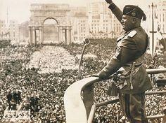 El fascismo es una ideología y un movimiento político que surgió en la Europa de entreguerras (1918-1939) creado por Benito Mussolini. El término proviene del italiano fascio ('haz, fasces'), y éste a su vez del latín fasces (plural de fascis).