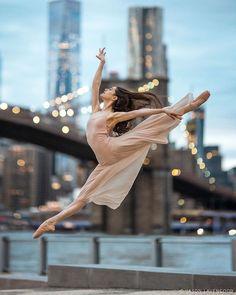 2019 - portrait of Basia - the last light of new york Dance Picture Poses, Dance Photo Shoot, Dance Poses, Ballerina Photography, Dance Photography Poses, Portrait Photography, Fashion Photography, Art Ballet, Ballet Dancers
