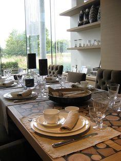 tafellinnen  SCAPA HOME cucina runners in combinatie met shinny gold placemat en servet