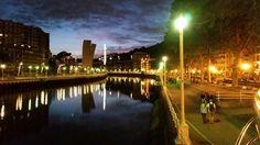 Bilbao cuando anochece. Bilbao at dark