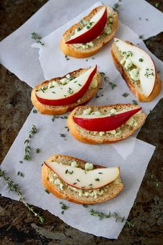 Easy Appetizer: Pear and Blue Cheese Crostini Recipe