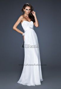 """This is pretty! And its so much cheaper than a """"wedding dress"""" because its a """"promo dress"""" NICE!"""