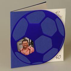 EINLADUNGSKARTE  Farbe: In Rot, Blau und Gelb verfügbar, Papier: außen: gehämmertes Feinstpapier matt , innen: gestrichenes Feinstpapier, Format: 14,9 x 15,4 cm geschlossen (BxH), 29,8 x 15,4 cm offen (BxH), Veredelungen: Stanzung, Heißfolienprägung, Umschläge: Passend lieferbar, Besonderheiten: glänzende Heißfolienprägung, Preis: 2,19 EUR (inkl. Versandumschläge und MwSt.)