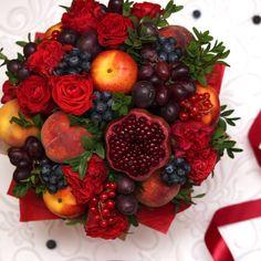 Fruit bouquet centerpiece edible arrangements ideas for 2019 Fruit Flower Basket, Fruit Flowers, Vegetable Bouquet, Fruit Diet Plan, Food Bouquet, Vegetable Shop, Edible Bouquets, Fruit Cartoon, Fruit Decorations