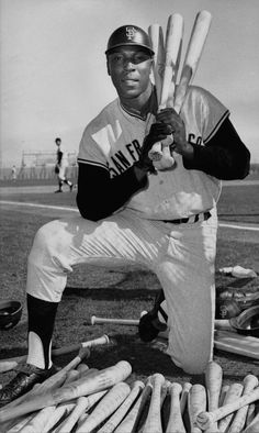 Willie McCovey: Giants legend dead at 80 Baseball Uniforms, Baseball Socks, Giants Baseball, Baseball Players, Baseball Photos, Baseball Cards, Mlb, Black History Facts, Black Man