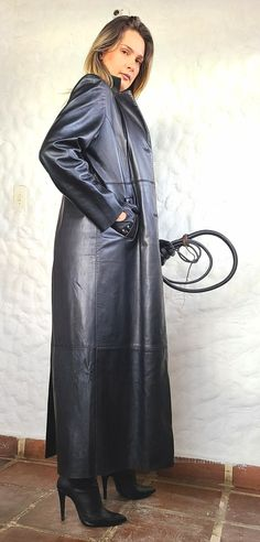 Long Leather Coat, Leather Trench Coat, Leather Gloves, Black Leather, Trent Coat, Trench Coat Outfit, Fall Outfits, Fashion Outfits, Dominatrix