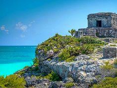 Tulum (Quintana Roo México) Tulum é um outro local pré-colombiana Maia conhecida por ser uma das últimas cidades construídas pelos maias. Os edifícios mais famosos da cidade murada bem preservado de El Castillo são o Templo do Deus Descendente e o Templo dos Afrescos.  #Lifestyle #EmbarqueNaViagem #luxuryhotel #luxurytravel #thegoldlist #darlingescapes #luxuryhotelsworld #luxuryworldtraveler #cooltravel #Beautifuldestinations #travellifestyle #TheBest #Top #Love #Traveler #igers #amazing…