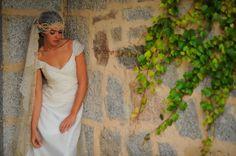 Weddings-Hair - Tocado confecionado con semillas de cera por Mayte Lucas www.maytelucas.com Sesión de fotos para Divinity - Finca El Campillo - Fotografia Carlos Vaquero