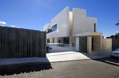 amazing-modern-house-underground-garage