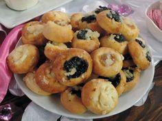 Svatební koláče - Dvojctihodné — Sama doma — Česká televize Samos, Doughnut, Garlic, Muffin, Cookies, Vegetables, Breakfast, Desserts, Food