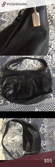 👛Black leather coach bag Perfect for every outfit and every occasion. This black leather hobo bag feature a full zip top and a zipper pocket inside. There are also two storage pockets inside. This bag is in great condition and has been loved with care. Coach Bags Hobos