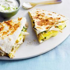 Mango and brie chicken quesadillas. Delicious quesadillas with just the right amount of zest! I Love Food, Good Food, Yummy Food, Yummy Eats, Sour Cream Dip, Quesadilla Recipes, Wrap Sandwiches, Brie, Mexican Food Recipes