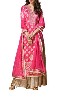 Online Luxury Fashion Store for Women and Men: Buy Men's and Women's Apparel, Designer Clothing, Designer Jewellery, Fashion Accessories at Pernia's Pop-Up Shop Ritu Kumar Suits, Hand Embroidery Design Patterns, Designer Wear, Designer Jewellery, Designer Clothing, Neeta Lulla, Indian Fashion Designers, Pernia Pop Up Shop, Gold Print