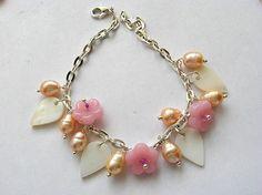 Bijuterie culori alb, galben si roz bratara perle, sidef si sticla - idei cadouri