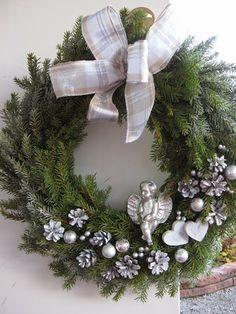 like angel for sympathy wreath Christmas Ideas, Christmas Wreaths, Xmas, Villa, Decorations, Homemade, Holiday Decor, Flowers, Crafts