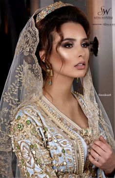 Shooting with muah by talented Hair by the talente. Shooting with mu. Morrocan Wedding Dress, Moroccan Bride, Moroccan Caftan, Beautiful Gowns, Beautiful Outfits, Arab Wedding, Arabic Dress, Oriental Dress, Turkish Beauty