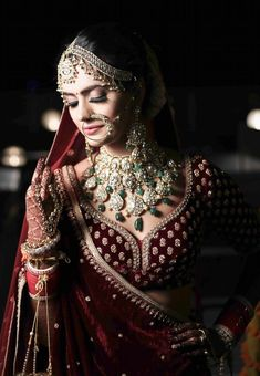 Unique bridal necklace with polki and jadau stones with maroon lehenga for wedding. Indian Wedding Poses, Indian Wedding Photography Poses, Indian Wedding Outfits, Bridal Outfits, Indian Weddings, Photography Women, Bridal Dresses, Photography Ideas, Portrait Photography