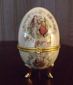Vintage Porcelain Hinged Egg.