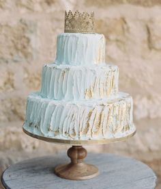Blue + gold cake with a crown cake topper