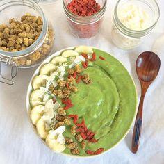 Moringa Green Smoothie Bowl  Blended frozen banana, peach, pineapple, spinach, almond milk and moringa powder. Topped with sliced bananas, shaved coconut, mulberries and goji berries.  www.mindful-morsels.com  @mindfulmorsels #mindfulmorsels  #wfpb #plantbased #vegan #glutenfree #glutenfreevegan #veganfoodlovers #veganfoodshare #vegansofvancouver #cleaneating #cleaneats #veganfoodlovers #letscookvegan #healthyfood #veganfoodspot #vegansofig #dairyfree #alivemagazine #gastropostvan #pnw…
