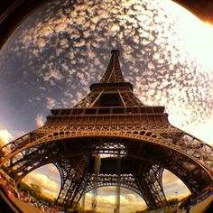 .@agrobot (AG Robot) 's Instagram photos | Torre Eiffel