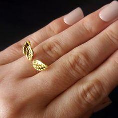 Anel Dourado Alado
