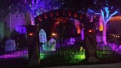 45 Genius Halloween Outdoor Lighting Ideas To Copy This Year - All About Decoration Halloween Yard Displays, Halloween Lawn, Halloween Graveyard, Outdoor Halloween, Holidays Halloween, Scary Halloween, Halloween Decorations, Outdoor Decorations, Halloween Lighting
