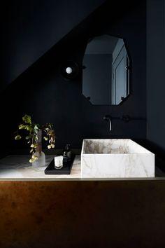 Bathroom Decors Ideas : Light flooded New York brownstone apartment New York Brownstone, Bad Inspiration, Bathroom Inspiration, Bathroom Ideas, Interior Inspiration, Bathroom Doors, Bathroom Styling, Bathroom Designs, White Bathroom