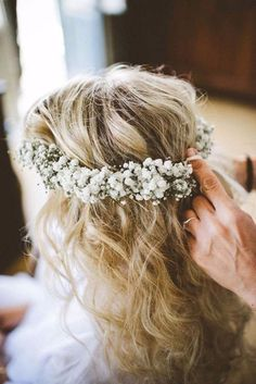 Baby's Breath Wedding Inspiration - Victoria Millesime - Baby's Breath Flower Crown for Weddings // beautiful wedding hair inspiration at www. Wedding Hair Down, Wedding Hair And Makeup, Wedding Beauty, Wedding Hair Accessories, Chic Wedding, Trendy Wedding, Wedding Simple, Wedding Country, Wedding Updo