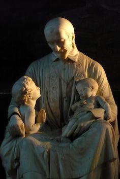 Paris Eglise Saint-Sulpice Statue Saint-Vincent de Paul