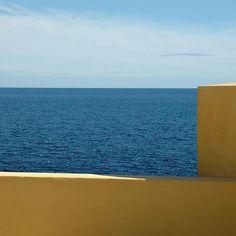 A dzisiaj tak. Tam sobie powędrowałam. Bez celu... ☀️ • #memories #tb #corsica #france #2008 #happy #time #happyme #beautiful #view #sea #pureform #instaphoto #instatravel #instadaily #photooftheday