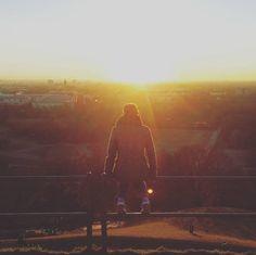 Den Olympiaberg, auf dem Du den unfassbarsten Sonnenuntergang auf der Welt beobachtest. | 39 Dinge, die Du vermisst, wenn Du aus München wegziehst