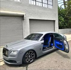 Beloved family's Rolls-Royce up in flames Rolls Royce Wraith Black, Rolls Roys, Rolls Royce Phantom, Millionaire Lifestyle, Luxury Lifestyle, My Ride, Fire Trucks, Motor Car, Luxury Cars