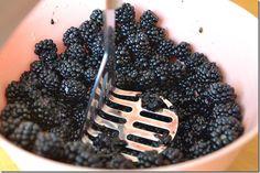 Old Fashioned Blackberry Jam----Granny Littlejohn Blackberry Jam No Pectin, Blackberry Mojito Recipes, Blackberry Pie Fillings, Freezer Jam Recipes, Canning Recipes, Canning Blackberries, Huckleberry Jam, Easy Jam Recipe, Canned Strawberries
