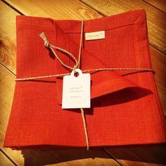 Serviette en lin signée Lina Luxe. Made in Belgium avec passion et savoir-faire
