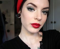 pin up style, love the eyeliner