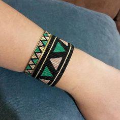 Loom Bracelet Patterns, Bead Loom Bracelets, Beaded Jewelry Designs, Tear, Loom Beading, Bead Weaving, Beaded Earrings, Creations, Bead Earrings