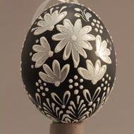 Decorated eggs imported from the Czech Republic. Egg Decorating, Silver Flowers, Traditional Design, Czech Republic, Christmas Diy, Eggs, Decorations, Ceramics, Handmade
