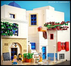 Luca Di Lazzaro perfectly captures the sunny vibes of Santorini with bricks of just a handful of different colors. Amazing Lego Creations, Lego Builder, Lego Minifigs, Lego Modular, Lego Storage, Custom Lego, Custom Cake, Lego Worlds, Lego Photography