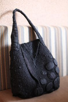 Nuno Felted Shoulder Bag OOAK Large Fall Fashion by FeltedPleasure Silk Chiffon Fabric, Felt Purse, Red Felt, Black Felt, Nuno Felting, Needle Felting, Felt Art, Handmade Bags, Beautiful Bags