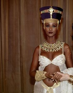 Vintage Iman and queen nefertiti  this is just amazing the resemblance.