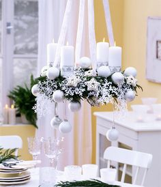 Время встречи Нового года изменить нельзя. А вот место встречи можно и нужно. Преобразить дом к празднику вам помогут советы Woman`s Day.