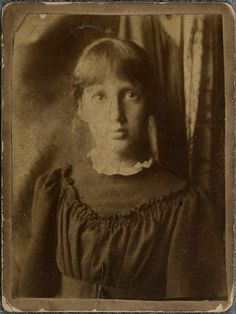 Portrait photograph of 13-year-old Virginia Woolf (1895).