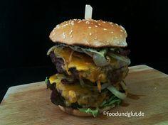 Saftiges Bio-Rindfleisch, knuspriger Bacon, würziger Käse - das ergibt diesen leckeren gegrillten Double-Bacon-Cheeseburger