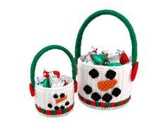 Strings Away! Christmas Craft Fair, Christmas Baskets, Christmas Sewing, Christmas Boxes, Christmas Projects, Christmas Stuff, Plastic Canvas Christmas, Plastic Canvas Crafts, Plastic Canvas Patterns